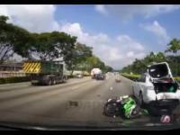 Spóźniona reakcja motocyklisty zakończona dzwonem