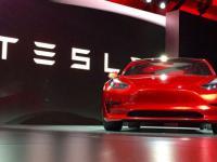 Elon Musk prezentuje Tesla Model 3