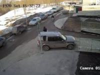 Strażnik upomina kobietę, która źle zaparkowała samochód, a ona wtedy...