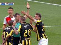 System VAR - sędzie anuluje gola, przyznaje karnego drużynie przeciwnej