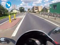 Uczynny motocyklista ściga kierowcę tira aby poinformować go o zagrożeniu