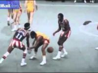 Harlem Globetrotter in action (1977)
