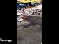 Gejzer ze ścieków na plaży w Soczi