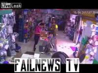 Ciężarówka wjeżdza do sklepu NEWS 17.08.2017