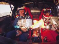 Rubens Barrichello jako pasażer u boku swojego syna kierującego pojazdem