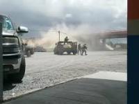 Meksykańskie siły specjalne doganiają samochód dilerów narkotyków.
