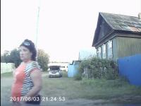 Pijana kobieta wjeżdża w dziewczynkę stojącą pod sklepem
