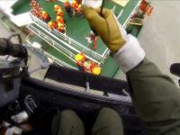 Nagranie akcji ratunkowej załogi tonącego statku z pokładu śmigłowca