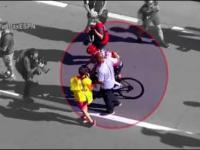 Mechaniczny doping? Chris Froome jedzie, a nie pedałuje.