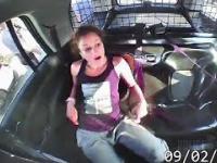 Kobieta ukradła ...radiowóz.