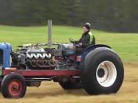 Traktory z silnikami dużej mocy ✅