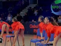 Taki taniec, to ja rozumiem - dziewczyny w koszulach nocnych w Bukareszcie