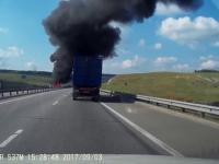 Rozpędzona ciężarówka staranowała 30 samochodów na autostradzie