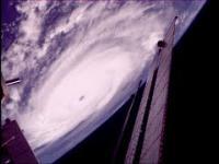 MIĘDZYNARODOWA STACJA KOSMICZNA (ISS) przelatuje nad huraganem IRMA