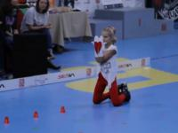 Mała mistrzyni jazdy na rolkach - jej umiejętności zapierają dech w piersiach