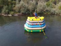 Spływ rzeką na 6 pontonach ...ustawionych piętrowo