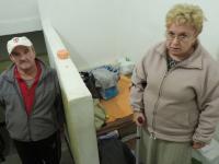 Lublin: Mieszkają na klatce schodowej od dwóch lat, kiedyś mieli tu mieszkanie