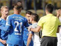 Strittige Szene bei Carl Zeiss Jena - SV Meppen Jenas Sören Eismann...