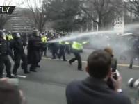 Policja która wie co robi vs hordy nieumarłych lewaków