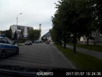 Kierowca Passata kontra policja na sygnale