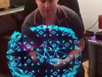 Obrotowy wyświetlacz LED tworzy pozornie trójwymiarowe hologramy