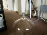 Duża butelka + alkohol + ogień = ?