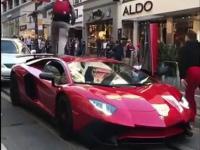 Facet skacze po dachu Lamborghini Aventadora SV
