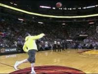 NBA: Kompilacja konkursowych rzutów z połowy boiska