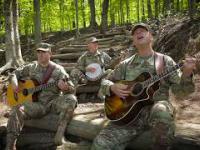 Żołnierze śpiewają