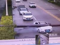Rurociąg miażdży Audi