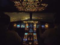 Nocne lądowanie i widok kabiny - takie lotnicze porno