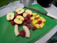 Play-Dance-Learning-How to make a healthy smoothie- good mood- gorilla dancer-pineapple smoothie