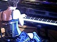 Telefon komórkowy podczas koncertu fortepianowego