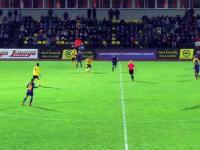Piłka nożna kobiet w pigułce - 3 różowe vs pusta bramka