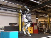 Boston Dynamics - Atlas skacze jak szalony!
