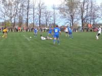 Niesamowite interwencje bramkarza w piłkarskiej Klasie B