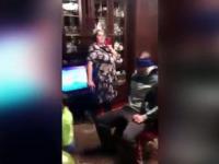 Zamówiła bratu domowy striptiz wykonywany w obecności dzieci