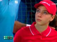 Tenis- ball girl boleśnie trafiona piłką oraz dżentelmeńska postawa Del Potro