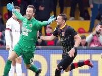 Alberto Brignoli bramkarz Benevnto zdobywa gola w 95 minucie z Milanem