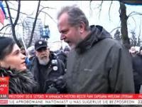 Obywatele RP chamsko atakuja reporterke w tyle wizji
