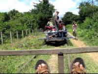 Co się stanie, gdy dwa pociągi bambusowe spotykają się na kolejce bambusowej