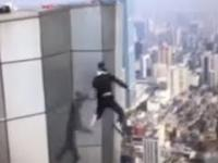 Wu Yongning spadł z dachu