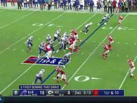 Zawodnik NFL wydaje się lewitować.