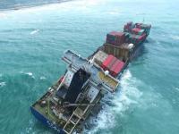 Statek TS Taipei złamał się wpół