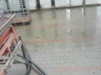 Nieudana próba załadunku betonu na busa
