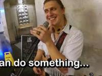 Kiedy poprosisz gitarzystę, aby zagrał jakiś