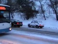Zima 2010 - Grudzień - Jak to 126p czyli maluch wyprzedza BMW.