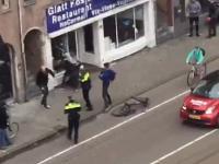 Holandia: Policja przygląda się jak mężczyzna demoluje żydowską restaurację