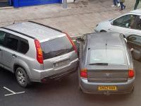 Odjechała po uszkodzeniu samochodu, mistrz parkowania w akcji