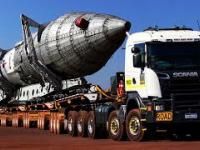Czy koła się złamią? Dziesiątki kół i niesamowitych rozmiarów ciężarówek dźwigają gigantyczny ładunek!